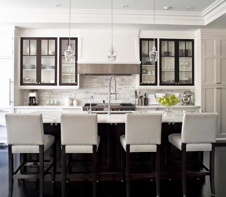 Transitional Kitchen Design With White Shaker Style Cabinets Jennifer Worts Design Tra Transitional Kitchen Design Classic White Kitchen Contemporary Kitchen