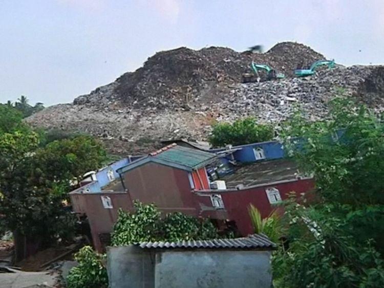 Sixteen killed in rubbish dump landslide