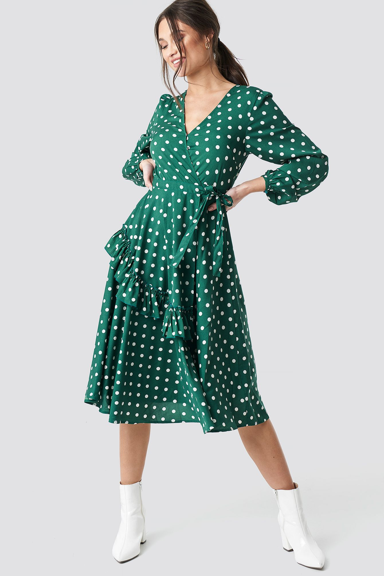 na-kd boho wrapped dot midi dress - green | green midi dress