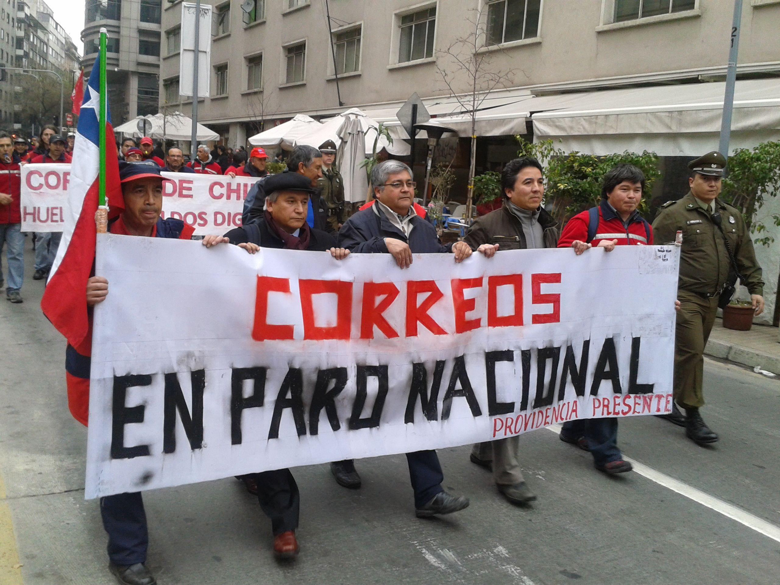 Sostienen que el gerente general gana 16 millones/mes y el sueldo promedio de trabajadores es de 235 mil. (32000 vs 470 USD) #chile