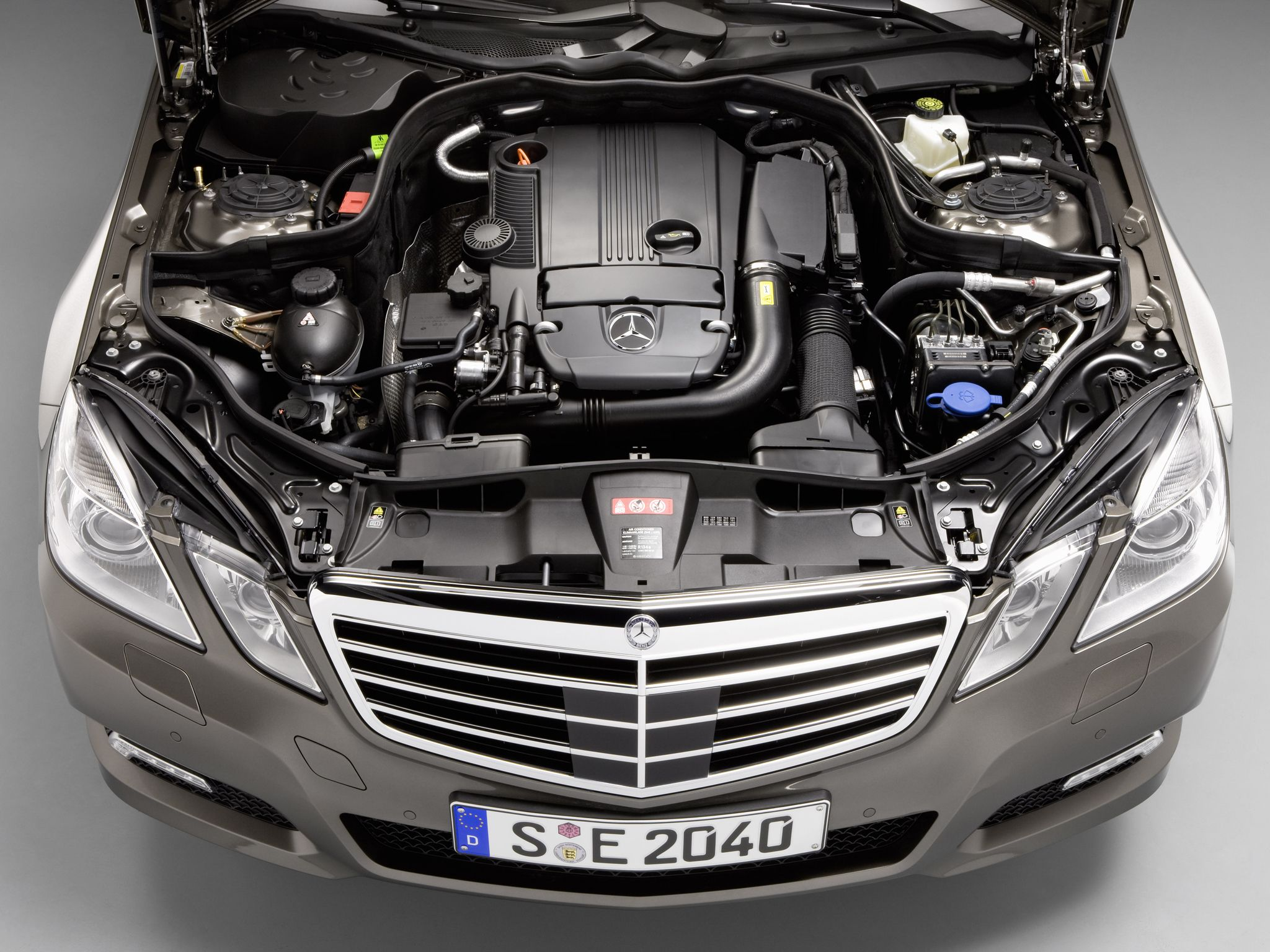 Engine Of Mercedes Benz W212 E Class Coupe