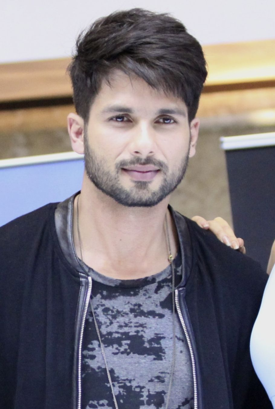 pin by sonitta :) on shahid kapoor | indian hairstyles