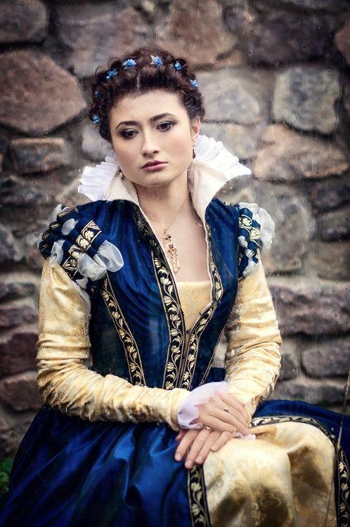 Dark Blue Taffeta Renaissance Dress 16th Century Italy Etsy Renaissance Dress Renaissance Wedding Dresses Renaissance Dresses