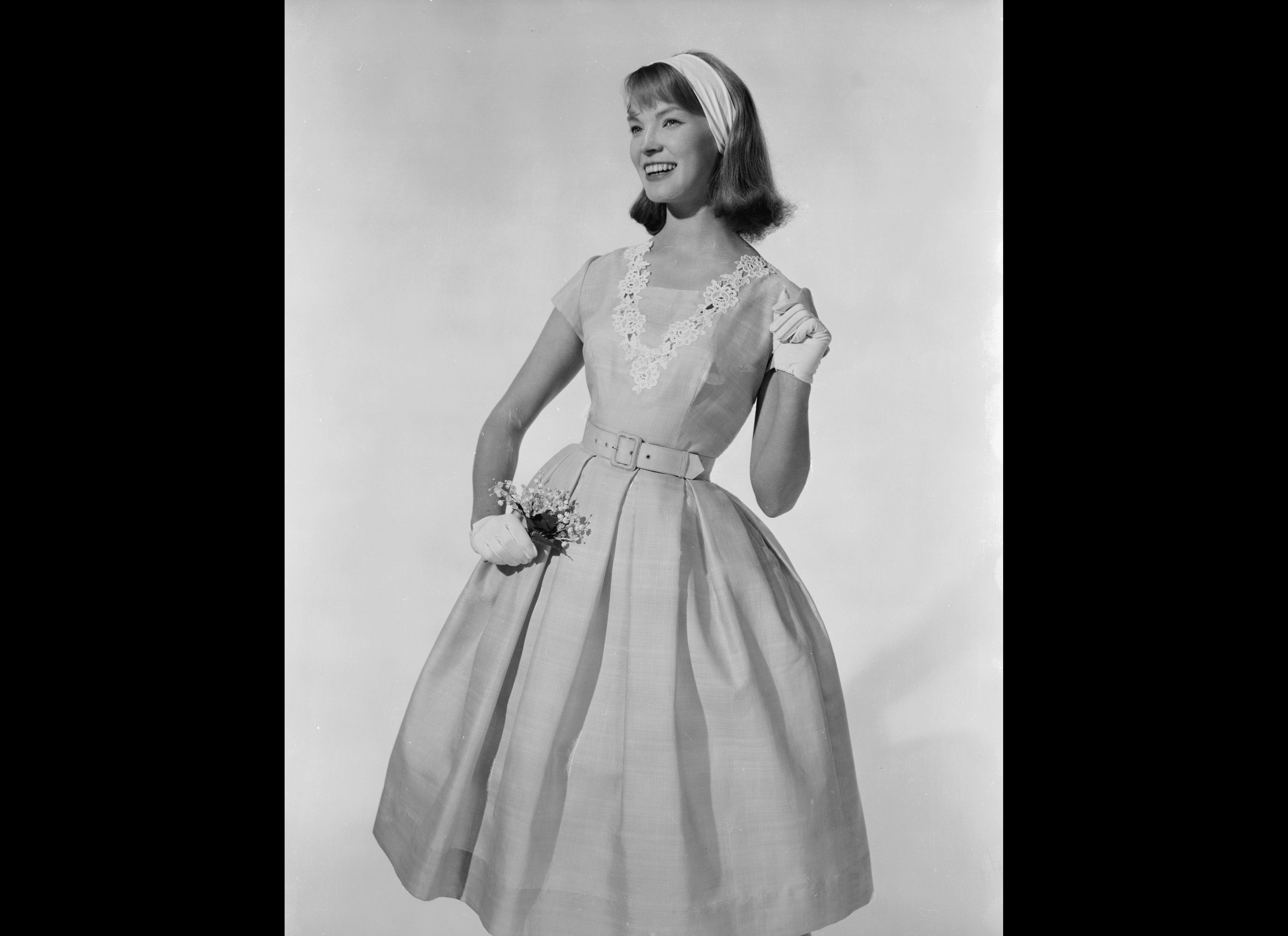 1950 s fashion 1950's mens and womens and childrens fashion clothes with the economic boom in the fifties, glamour become fashionable once again and a-line and pencil skirts were very.