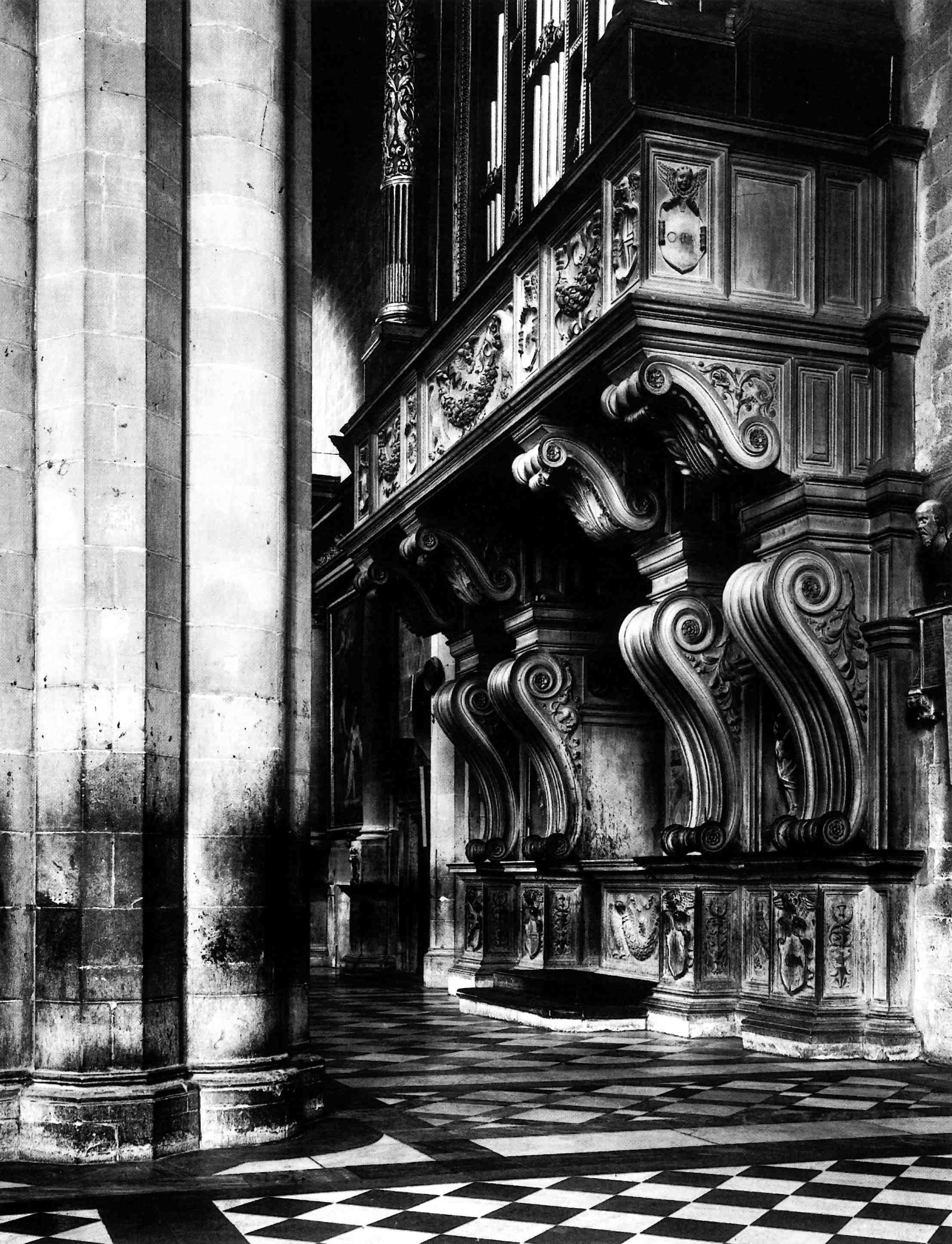 Arezzo, Duomo: Giorgio Vasari, basamento dell\'organo, 1535. Balcone ...