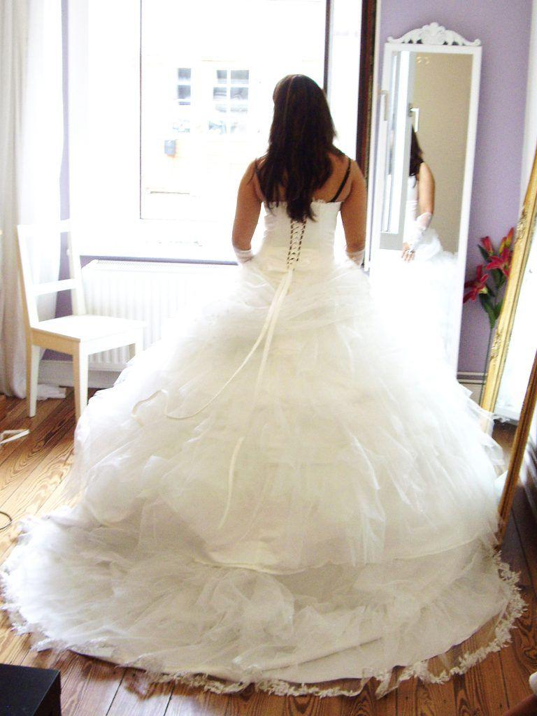 Prinzessin Hochzeitskleid aus Glitzertüll  Cindy & Ella Bridal