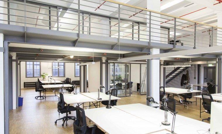 arbeiten in cooler location mit industriellem loftcharakter büro