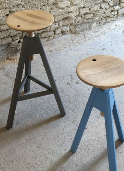Design: Paolo Cappello. Sgabello in legno con seduta a vite ...