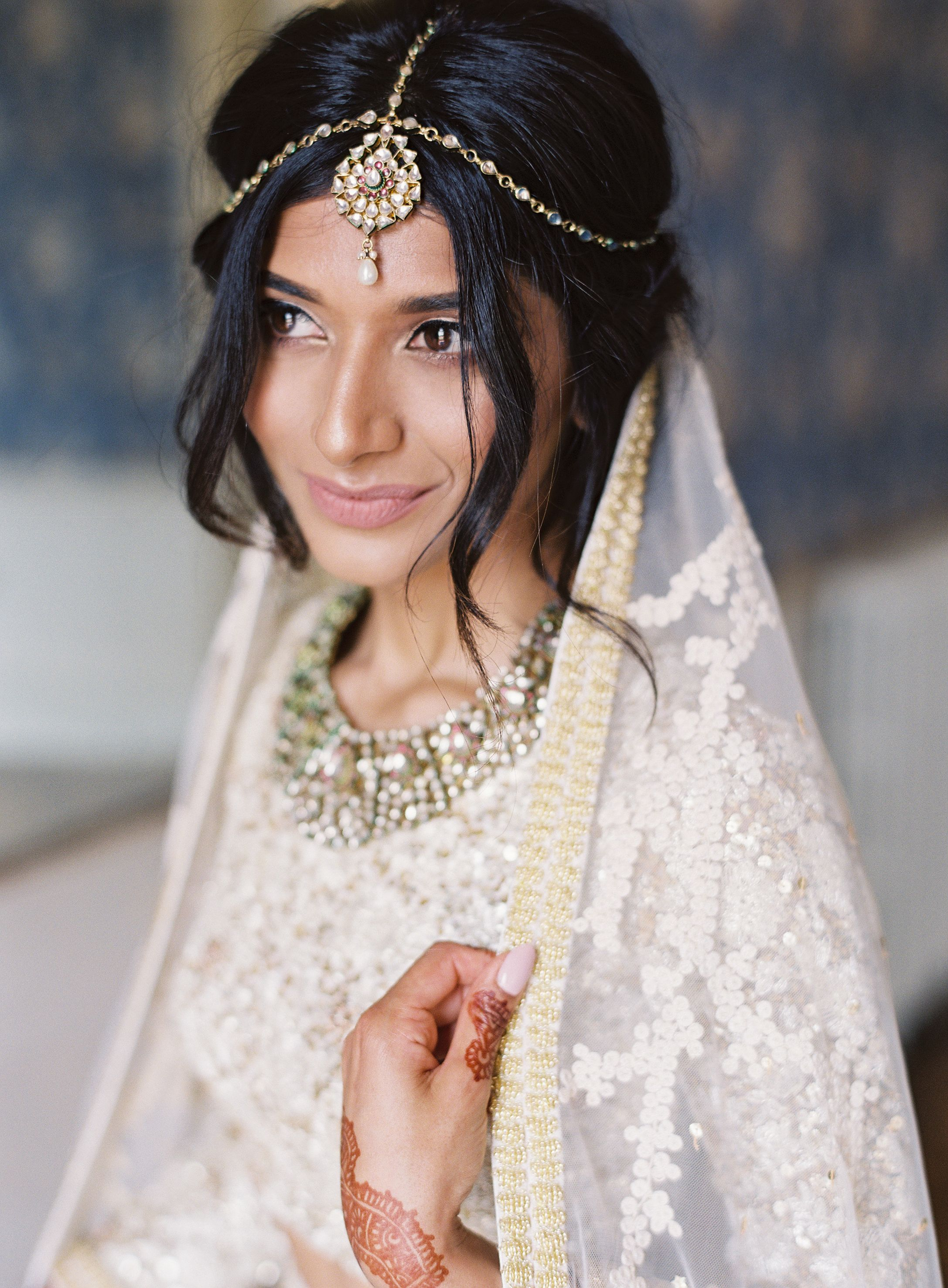 Elegant Interfaith Wedding With Two Ceremonies In The English Countryside Indian Wedding Hairstyles Interfaith Wedding Curly Bridal Hair