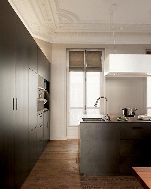 Glam-minimal kitchen . küche im altbau .