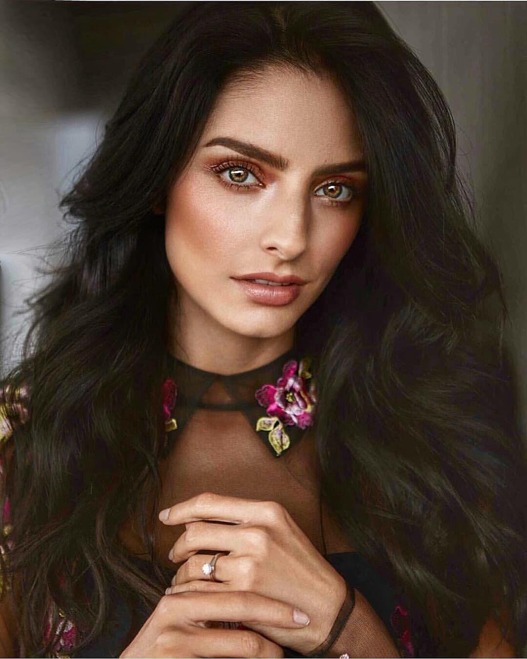 Pin By Sydney Prosenick On Makeup Bold Makeup Looks Mexican Models Brunette Beauty