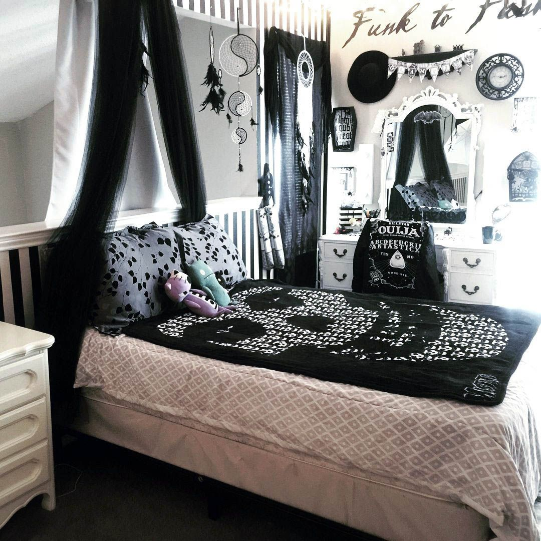 Remarkable Grey Gothic Bedroom For Your Home Gothic Bedroom Gothic Decor Bedroom Edgy Bedroom
