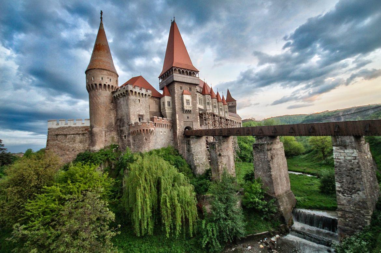 Resultado de imagem para romania castles