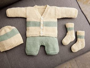 DIY-Anleitung: Set für Baby stricken: Jacke, Hose, Strümpfe und Mütze via DaW…