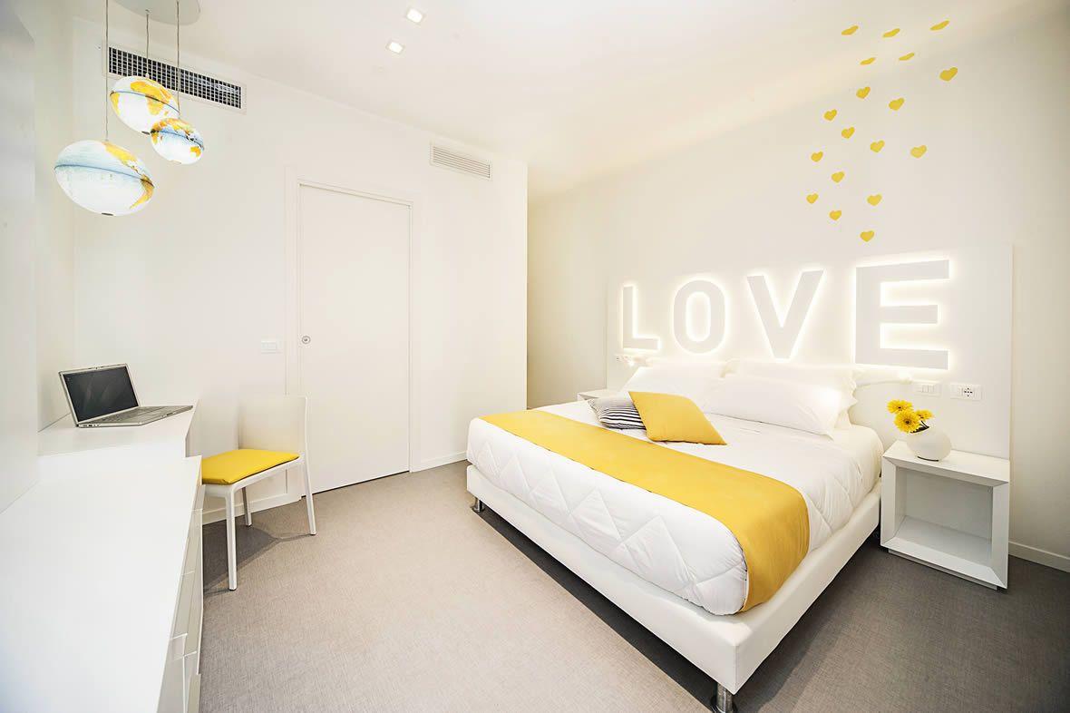 Hotel 3 stelle superior con aria condizionata a Riccione: moderno albergo con wi-fi in camera | Hotel Love Boat
