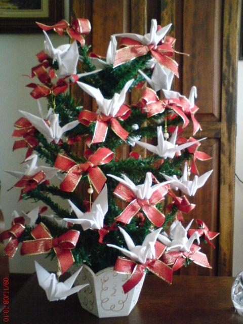Arvore De Natal De Mesa Com Tsurus Origami Em Tecido Branco