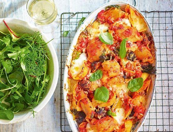 طريقة عمل مكرونة بالسجق في الفرن طريقة Recipe Baked Pasta Recipes Homemade Recipes Recipes