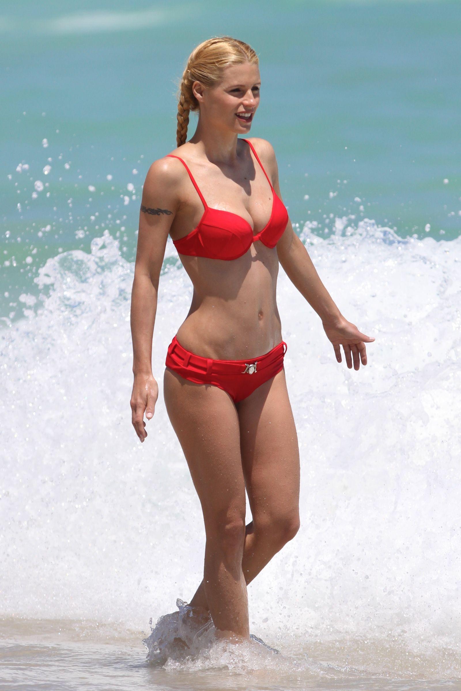 Michelle hunziker bikini 2016