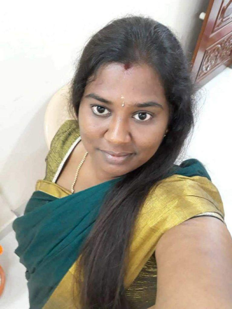 Get Tamil Aunties Housewives In 2020  Beautiful Girl -5777
