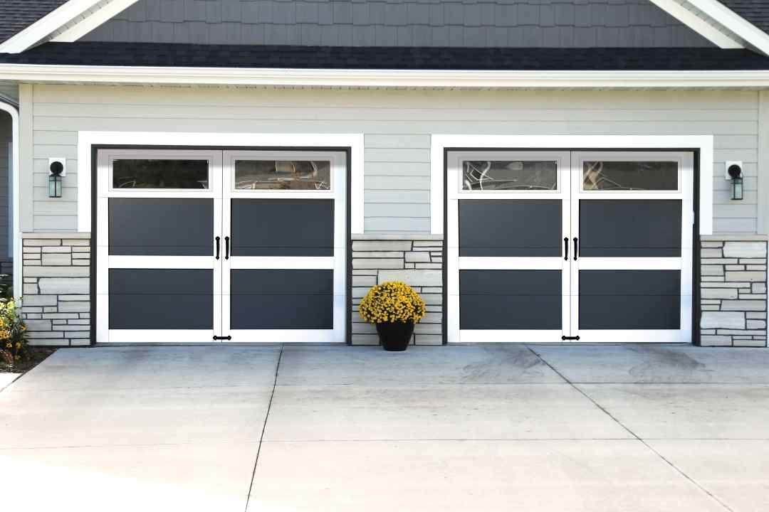 Carriage House Style Garage Door Model 301 Carriage House Collection Learn More At Overheaddoor Com Carriage House Doors Garage Door Colors Overhead Door