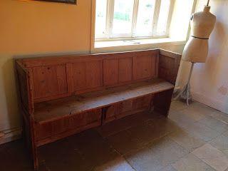 Lespucesdelabultee: Ancienne stalle d'église ancienne. Toute simple el...