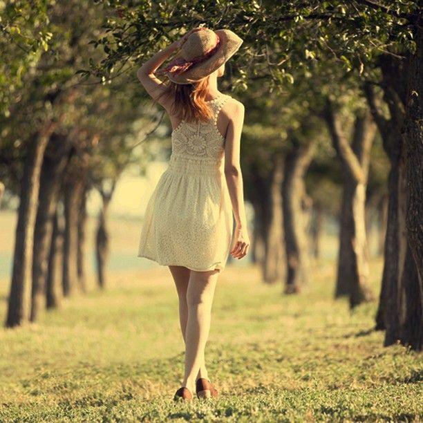ت عتبر الطبيعة الطريق الأول الذي تسلكه المرأة الباحثة عن الجمال الدائم استفيدي من الطبيعة حولك وتمي زي دوما خلال نهارات Fashion Strapless Dress Modern Woman