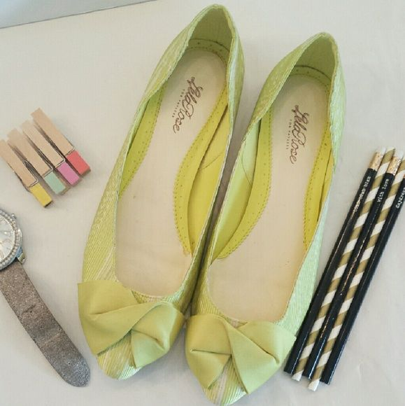 {Lime} Bow Pointed Toe Flats Lime Bow Pointed Toe Flats. GOOD GENTLY USED CONDITION. WOMEN'S Sizing (SIZE 9).  Please Ask Questions Before Purchasing  ALL SALES ARE FINAL  NO TRADES NO PAYPAL NO HOLDS NO LOW BALL OFFERS Shoes Flats & Loafers