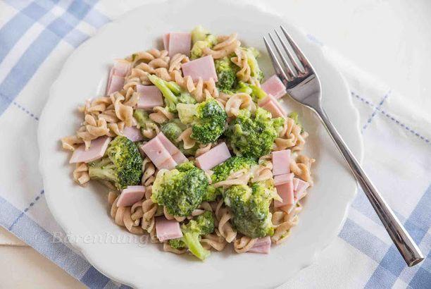 Cremige One Pot Pasta mit Schinken und Broccoli