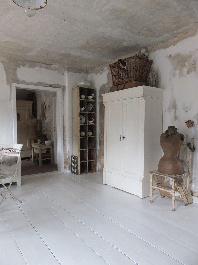 wohnzimmer im shabbychic einrichten alte weisse m bel. Black Bedroom Furniture Sets. Home Design Ideas