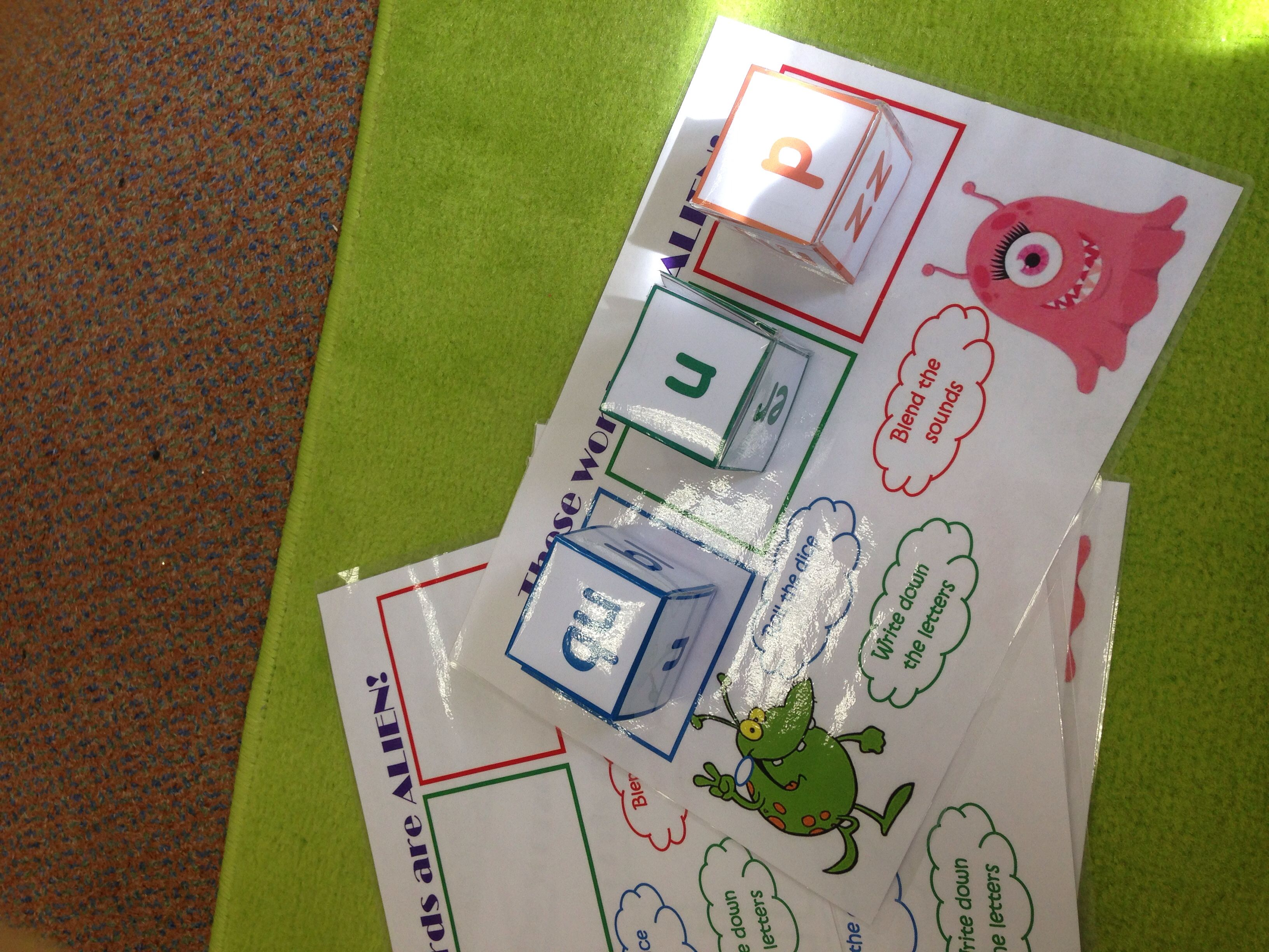 Roll An Alien Word Phonics Game