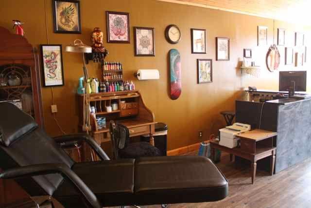 Perfect Tattoo Shop Wall Decor Motif - Wall Art and Decor Ideas ...