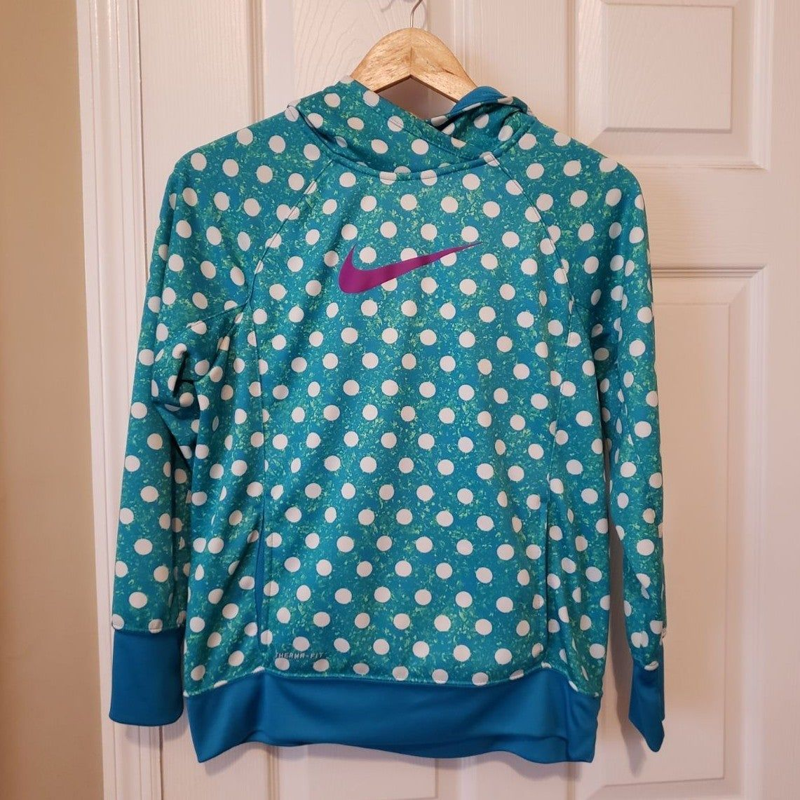 Nike Therma Fit Poka Dot Youth Hoodie Xl Turquoise Blue With White Poka Dots Fushia Swoosh May Fit Ladies Xs Or Small See Measurements Nike Tops Nike Tops [ 1141 x 1141 Pixel ]