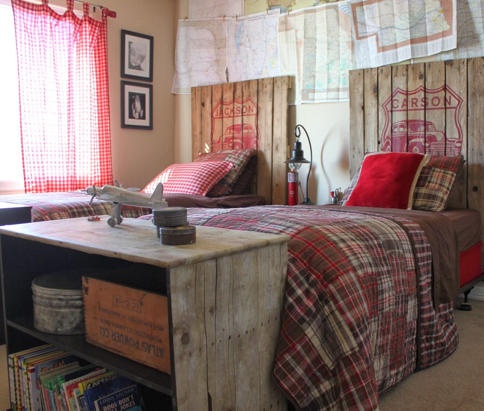 Una habitación de chicos de los mas vintage. En Unik podemos ayudarte a decorar en estilo vintage.