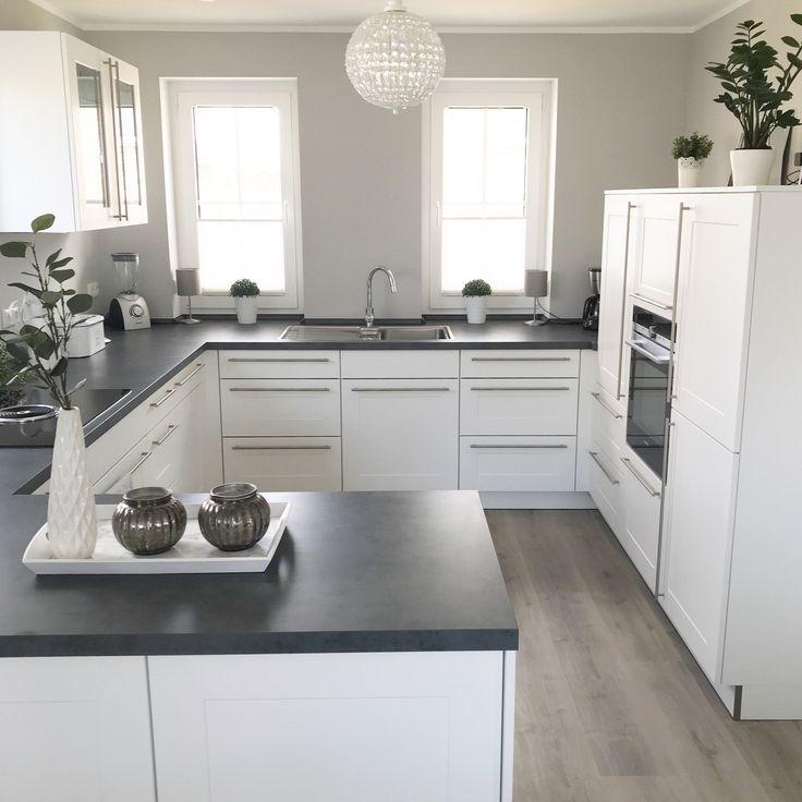 Instagram: wohn.emotion Landhaus Küche kitchen modern grau weiß grey white