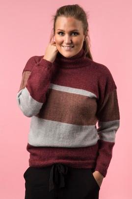 Photo of Stribet genser med rullekrave