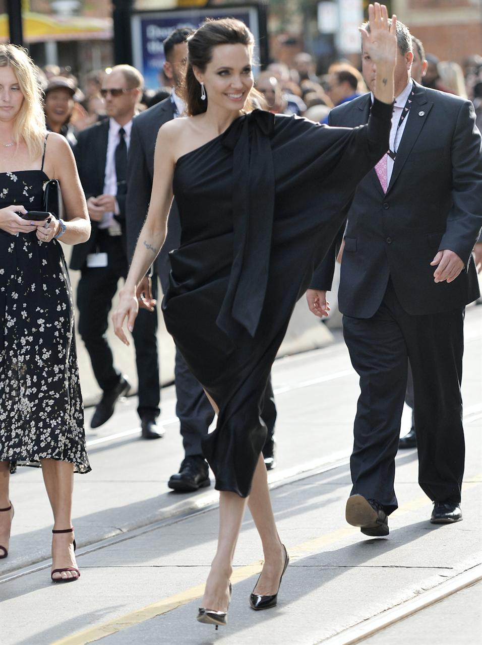 Angelina Jolie   Fashion, Shoulder dress, Dresses