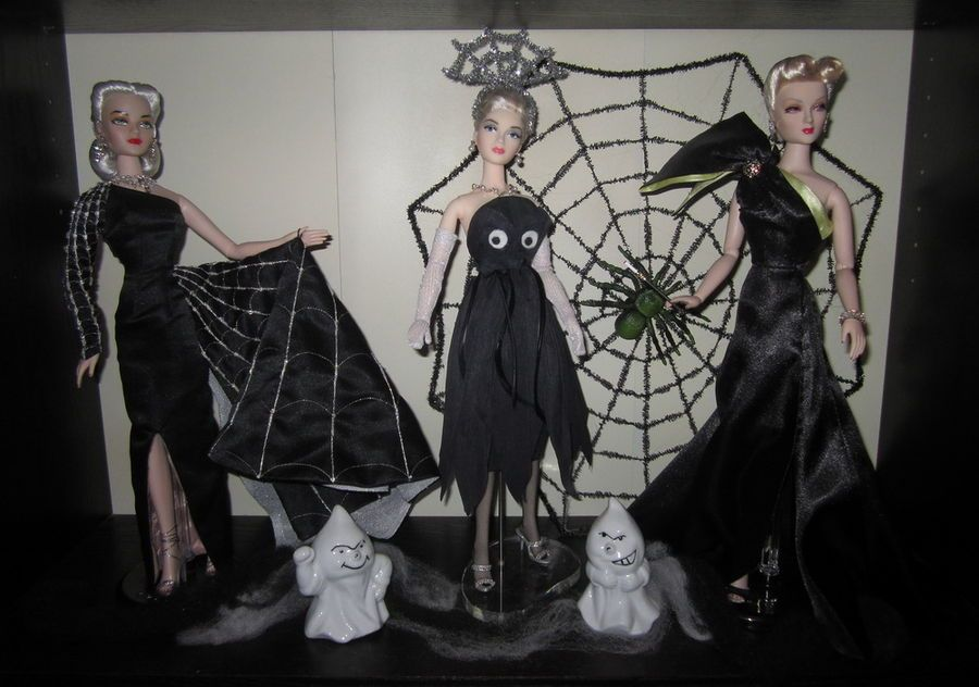 THE STUDIO COMMISSARY: They're creepy & kooky, mysterious & spooky......(pics)  -   Posted by Megin in Portland [Email User] on October 31, 2015, 12:25 pm.   They're all together ooky!!!   My Halloween dolly displays for 2015!    (14 PICS)