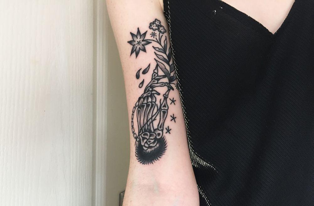 Skeleton Hand Holding Flowers Tattoo Blackwork Traditional Tattoo Skeleton Hand Tattoo Tattoos Hand Tattoos