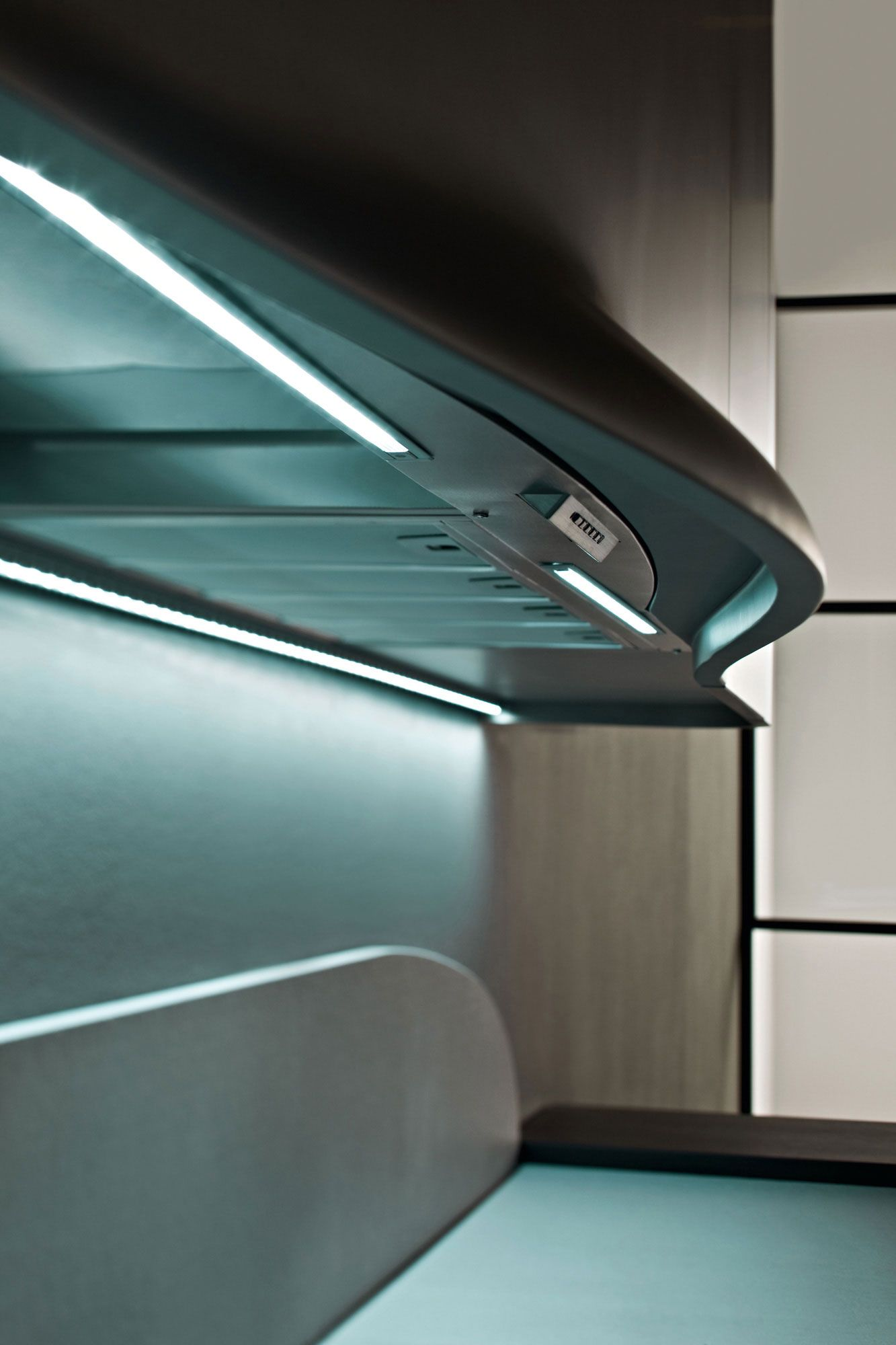 la cappa di una cucina illuminata da barre led a luce fredda | Barre ...