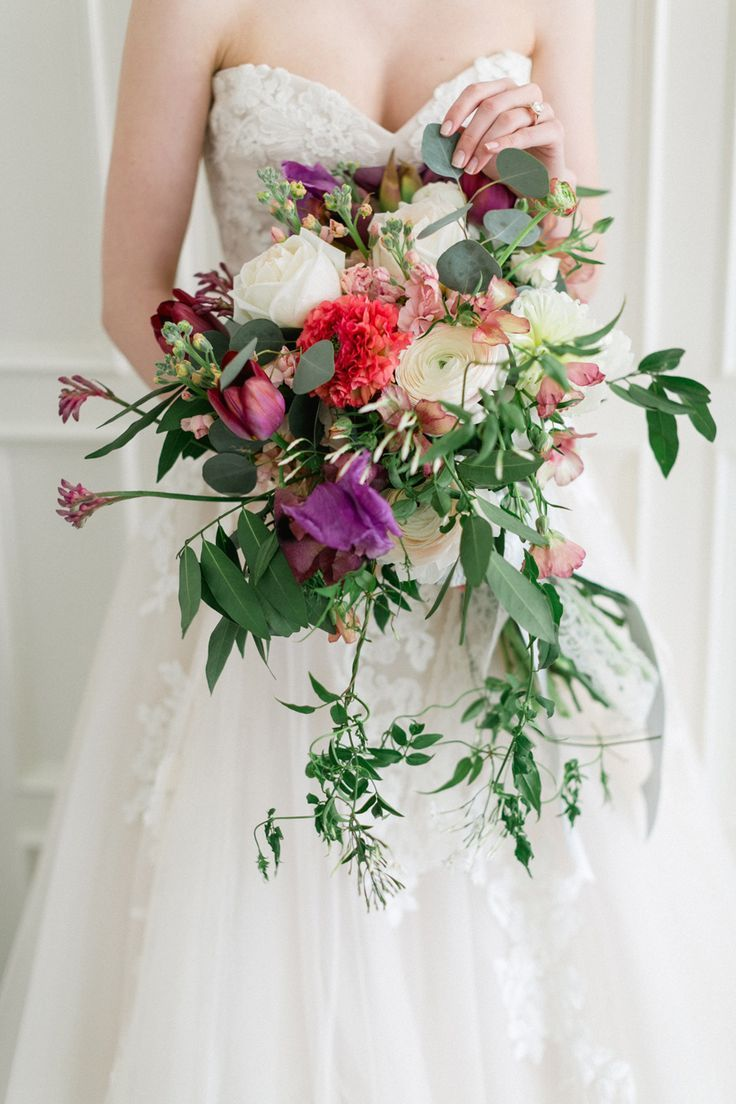 Go Behind the Scenes of This Classic-Meets-Modern Bridal Inspo Shoot #fantasticweddingbouquets