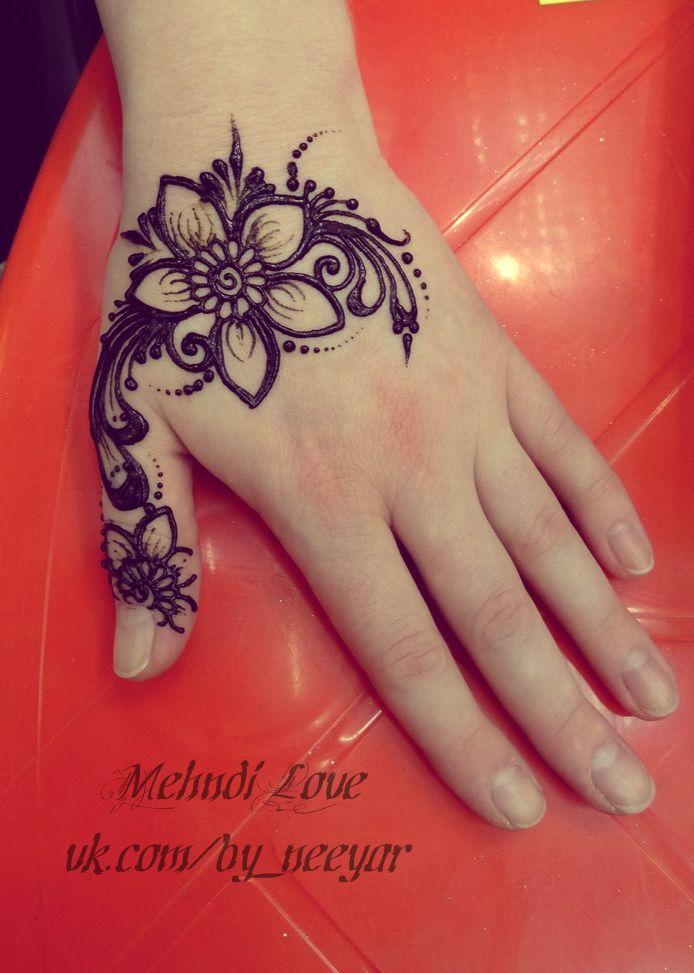 Pin de Aneesa Kathree en Henna tattoos to try | Pinterest