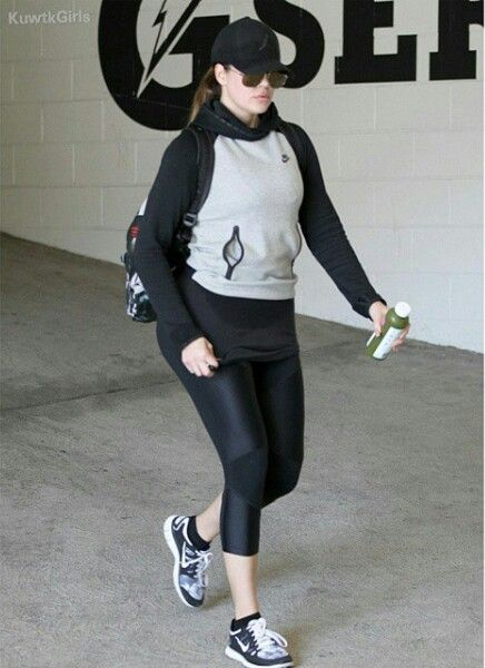 Khloe kardashian gym outfit
