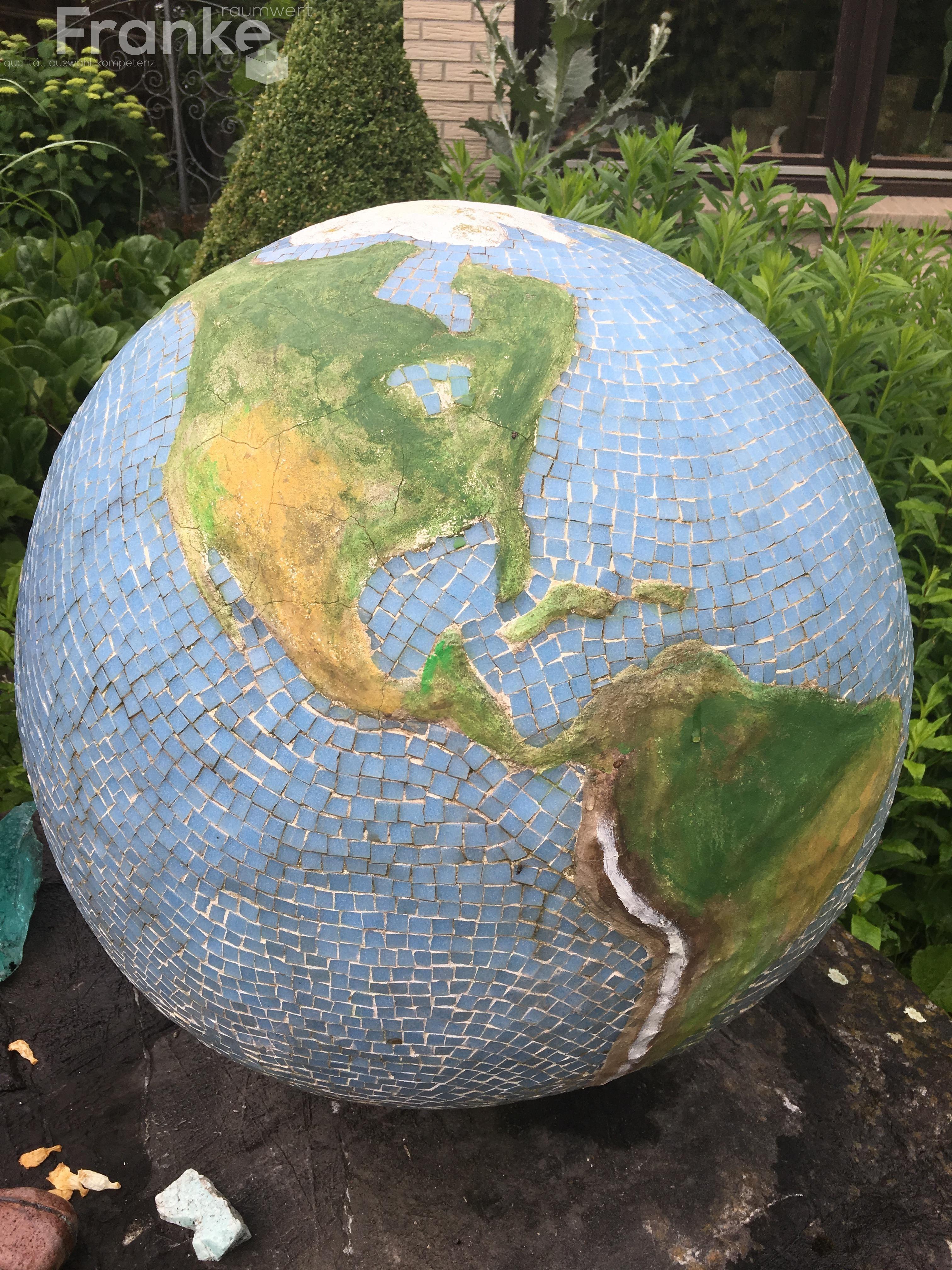 Weltkugel Aus Beton Lander Wurden 1 1 Mit Kleinsten Mosaiksteinen