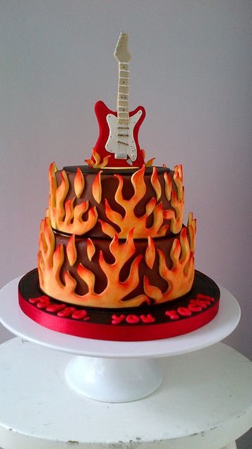 Electric Guitar Cake; looking more at the guitar than the ...