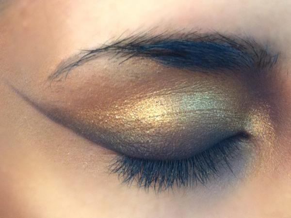 Maquillaje de ojos dorado de gata httpwwwsmugincomlook206