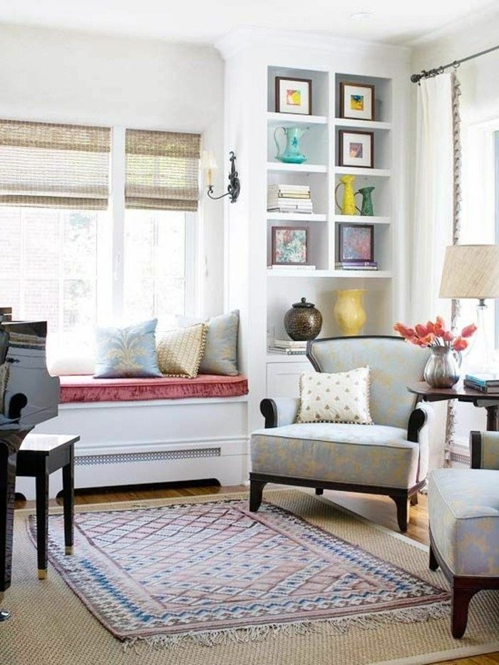 Sitzecke Wohnzimmer auf der Fensterbank EINRICHTUNGSIDEEN