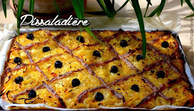 Dans le sud-est de la France la pissaladière est une spécialité. Qu'elle soit consommée froide, tiède ou tout juste sortie du four c'est un régal. Traditionnellement on la fait avec une…