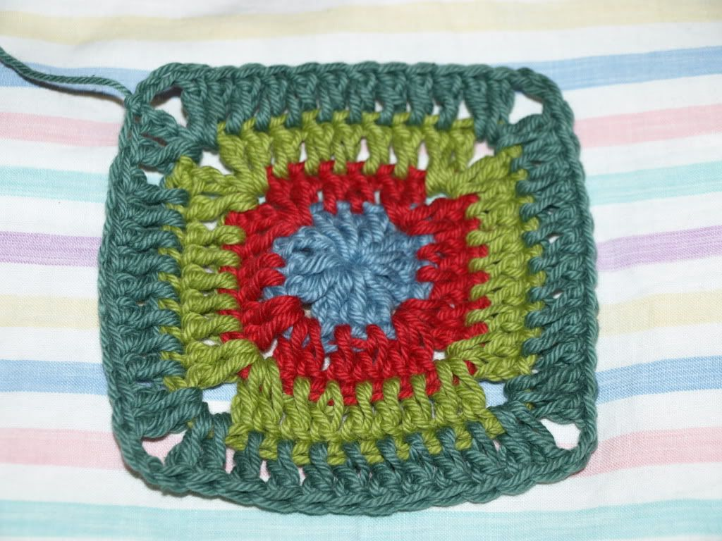 CROCHET: granny square pattern to use for baby blanket; make squares ...