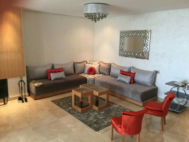 Banquette fine en bois simple | deco | Living Room, Salon marocain ...
