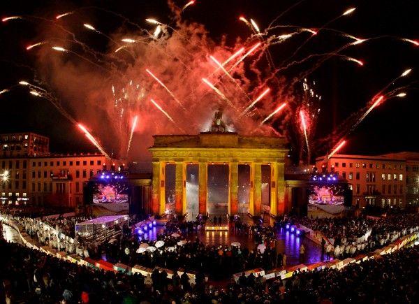 20 Anos De La Caida Del Muro De Berlin Fall Of Berlin Wall Berlin Wall New Years Eve